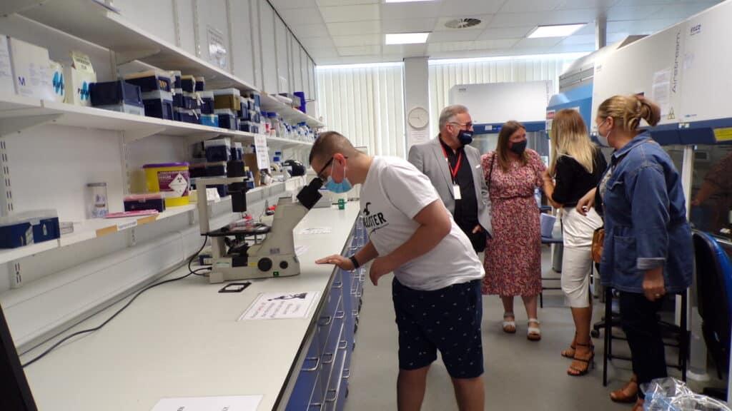 Matty & Ged Mason in lab