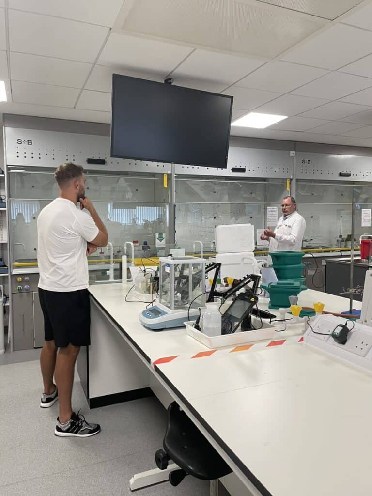 Lee Mossop lab tour '21