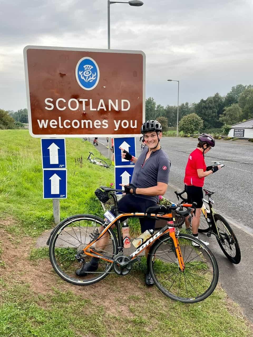 Howard Spargo reaches Scottish border on lejog